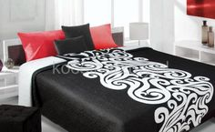 Czarna dwustronna narzuta na łóżko z białym ornamentem