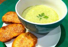 Brokkolikrémleves parmezános pirítóssal Cream Of Broccoli Soup, Cream Soup, Cheeseburger Chowder, Cantaloupe, Fruit, Ethnic Recipes, Food, Essen, Meals