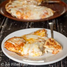 What do you do when it is too hot to turn on the oven and too hot to go outside and grill? Make pizza in a skillet! Low Carb Skillet Pizza - Grain Free, THM S.