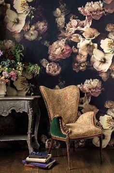 Dark floral wallpaper for powder room Whats Wallpaper, Moody Wallpaper, Wallpaper Murals, Wallpaper Designs, Wallpaper Wallpapers, Black Wallpaper, Wallpaper Ideas, Designer Wallpaper, Reading Wallpaper