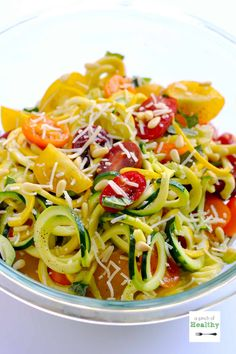 One Pot Garlic Parmesan Zoodles {Spiralizer Recipe} - this recipe will make you want to eat y Zoodle Recipes, Spiralizer Recipes, Veggie Recipes, Whole Food Recipes, Vegetarian Recipes, Cooking Recipes, Healthy Recipes, Spiral Vegetable Recipes, Vegetable Spiralizer