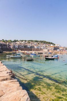 Mousehole Guide: An Adorable Cornish Fishing Village Frozen in Time Devon And Cornwall, Cornwall England, Places To Travel, Places To See, Camping In Pennsylvania, Camping Cornwall, Cornwall Beaches, Fishing Villages, English Countryside