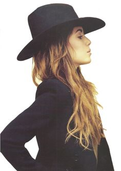 need to find a black hat like this for fall - maybe one a little more floppy though!