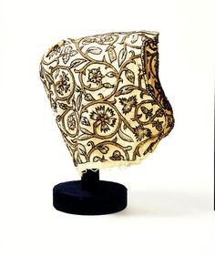 Coif. England, made btw. 1600-1625. Linen, silk and silver-gilt thread. V, T.27-1975