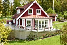 Bildresultat för mexitegelhus Style At Home, New England Hus, Norwegian House, Swedish Cottage, Charming House, Small Places, Tiny House Plans, Beautiful Homes, Beach House