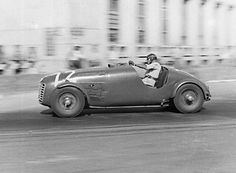 Historic - 1947 Forli 125 SC with Tazio Nuvolari racing. Nascar, Motorcycle Racers, Ferdinand Porsche, Ferrari F1, Still Photography, F1 Racing, Classic Italian, Vintage Racing, Le Mans