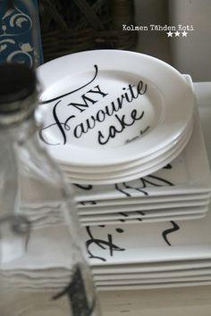 Kolmen Tähden Koti Hampton Style, Joy Of Cooking, White Houses, Color Of Life, Autumn Home, Cobbler, The Hamptons, Beautiful Homes, Decorative Plates