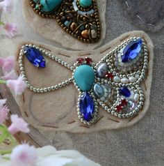 Embroidery Bead Jewelry Beadwork 36 Ideas For 2019 Bead Embroidery Tutorial, Bead Embroidery Patterns, Bead Embroidery Jewelry, Fabric Jewelry, Beaded Embroidery, Beaded Brooch, Beaded Earrings, Beaded Jewelry, Brooches Handmade