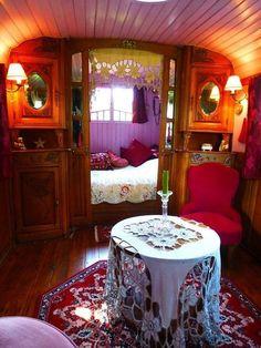 45 Vintage Caravan Interiors Gypsy Wagon Remodel - Bohemian Home Gypsy Camper Interior, Home Interior, Interior Design, Gypsy Wagon Interior, Interior Ideas, Vintage Caravan Interiors, Vintage Caravans, Gypsy Home, Boho Gypsy
