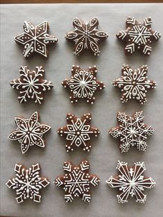 Snowflakes gingerbread cookies, gorgeous icing - Beautiful food I would devour in .5 seconds. Recipes, breakfast, lunch, dinner, dessert, snacks, brunch, fancy, healthy, easy, yummy, delicious, tasty, photography, party, entertaining, meal prep, spring, summer, fall, winter