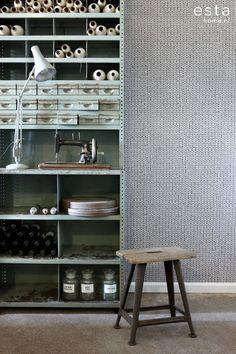 Rauhallinen Knitting-tapetin neulekuosi sopii kauniisti tehosteseinäksi tai jopa suuremmillekin pinnoille - Peaceful Knitting-wallpaper makes a peaceful effect