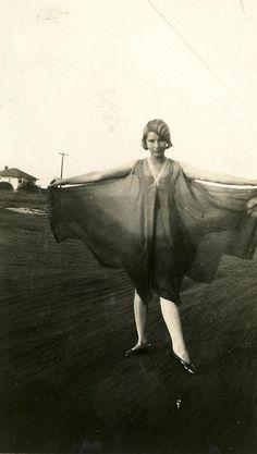 Vintage lady with flared skirt. Vintage Love, Vintage Beauty, Vintage Ladies, Vintage Fashion, Vintage Dress, Vintage Pictures, Old Pictures, Old Photos, Belle Epoque
