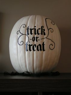a cute idea for halloween.... maybe mixed in with all white and all black pumpkins of different sizes