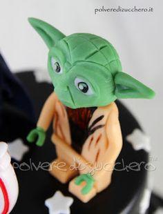 Torta decorata Star Wars versione Lego con Yoda e Darth Vader   Cake decorated Star Wars Lego version with Yoda and Darth Vader