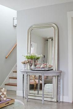 miroir design moderne en forme rectangulaire, escalier d'intérieur,entrée