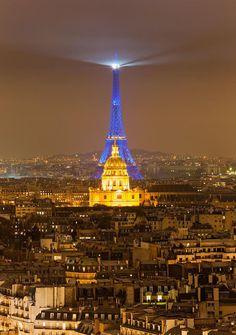 Paris, la Nuit - La Tour Eiffel - Derrière les Invalides