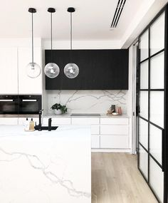 The homes Files - Modern white kitchen with gorgeous contrasting black cabinetry. This island bench top and splash back is Smartstones classic Statuario Venato. Discover the beauty of quartz at smartstone.com.au #smartstone #kitchen #renovation #kitchenideas #kitchendesign #renovationideas #renovationkitchen Classic Kitchen, Farmhouse Style Kitchen, Modern Farmhouse Kitchens, Home Decor Kitchen, Rustic Kitchen, Kitchen Ideas, Kitchen Inspiration, Kitchen Black, Contemporary Kitchens