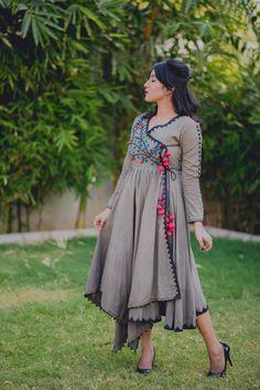 Latest Long Kurti Design Images For Stitching in 2019 - Buy lehenga choli online Indian Designer Outfits, Designer Dresses, Indian Dresses, Indian Outfits, Stylish Dresses, Fashion Dresses, Angrakha Style, Look Short, Kurta Designs Women