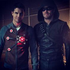 Arrow / Flash - Robbie & Stephen Amell (Firestorm & Arrow) ha see the resemblance!!!