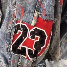 Custom Clothes, Diy Clothes, Teen Fashion Outfits, Girl Fashion, Punk Jackets, Denim Jackets, Jean Jackets, Football Jackets, Painted Denim Jacket