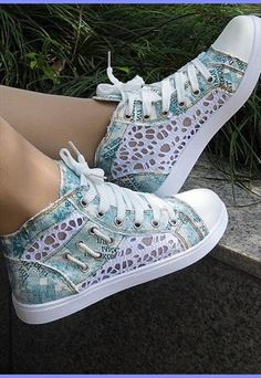 Lace Style Converse from sniksa Stilettos, All About Fashion, Passion For Fashion, Christian Louboutin, Band Merch, Uggs, Trainers, High Top Sneakers, Adidas Sneakers