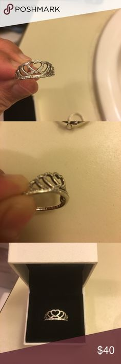 Authentic pandora crown ring I got this as a gift never got to use still in box Pandora Jewelry Rings