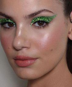 Glam Makeup, Rave Makeup, Baddie Makeup, Glitter Eye Makeup, Eye Makeup Art, Kiss Makeup, Beauty Makeup, Fun Makeup, Makeup Ideas