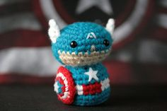Artist Hides Mini Crochet Characters for People to Find at Comic-Con Amigurumi Doll, Amigurumi Patterns, Crochet Patterns, Diy Crochet, Crochet Dolls, San Diego, Yarn Bombing, Fun Hobbies, Captain America