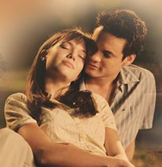 Mandy Moore and Shane West play Jamie and Landon, the young lovers at the center of A Walk to Remember. Adapted from the bestseller by Nicholas Sparks. Shane West, Mandy Moore, Remember Movie, Walk To Remember, Romantic Movie Scenes, Romantic Movies, Love Movie, Movie Tv, Being Happy