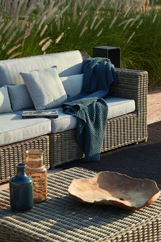 Manutti // Wicker outdoor sofa. Joyful yet classic, the wicker modular sofa can dress your pool deck in endless configurations - San Diego Collection #outdoorfurniture #outdoorluxury Outdoor Furniture Sofa, Outdoor Sofa Sets, Outdoor Decor, 5 Seater Sofa, Garden Sofa, Modular Sofa, Sofa Design, San Diego, Wicker
