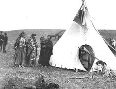 Assiniboine women - 1901