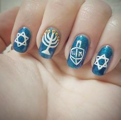 Pin for Later: Celebrate Hanukkah With These Jewish Holiday Nail Art Looks Star of David Digits Holiday Nail Art, Christmas Nail Art, Holiday Fun, Beautiful Nail Designs, Cool Nail Designs, Feliz Hanukkah, Christmas Hanukkah, Hannukah, Kwanzaa