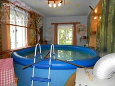 Architectural historians differ on whether or not the indoor pool is an original feature.
