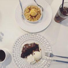 Apple pie + French toast 🍨💕 #yummy #dessert #lecomptoir #restaurant #instafood #lecomptoir #Seoul #디저트 Apple Pie, Seoul, French Toast, Oatmeal, Restaurant, Eat, Breakfast, Desserts, Food