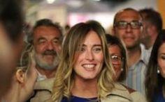 Maria Elena Boschi, tutta banche, misteri di famiglia e Buzzi I loschi rapporti della famiglia Boschi e di Maria Elena in persona sono oggetto di richieste di spiegazioni #boschi #mariaelenaboschi