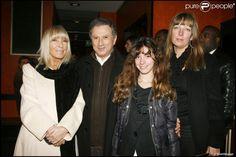 Michel Drucker, Dany Saval, Stéphanie Jarre (fille de Dany Saval), sa fille Rebecca à l'Olympia pour le spectacle de Gad Elmaleh le 18 décembre 2007.