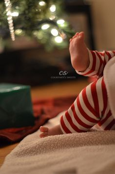 Sweet Baby's First Christmas *photo shoot* *** Baby feet are so adorable! First Christmas Photos, Xmas Photos, Holiday Pictures, Babies First Christmas, Christmas Tree, Baby Christmas Pictures, Christmas Sweets, Newborn Christmas Photos, Christmas Maternity