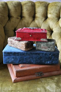 I have a love of old boxes and these old jewelry boxes that I found @ Heather Bullards website are adorable! kf