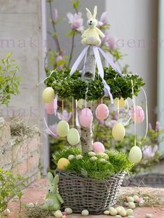 easter egg tree Source by grziwotz - eggs flowers Easter Flower Arrangements, Easter Flowers, Deco Floral, Arte Floral, Easter Projects, Easter Crafts, Easter Table, Easter Eggs, Easter Tree Decorations