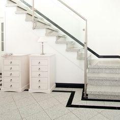 vorher nachher bilder linke seite offene treppe auf stahlholmen mit granit leichtbaustufen aus. Black Bedroom Furniture Sets. Home Design Ideas