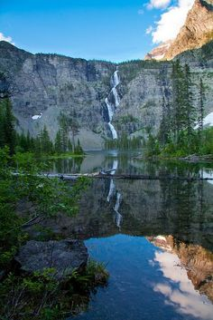 Lincoln Lake - Glacier National Park, Montana - been there! Best Places To Camp, Places To Travel, Places To See, Beautiful World, Beautiful Places, Photos Du, Amazing Nature, Wyoming, Vacation Spots