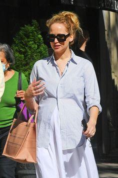 Pregnant Jennifer Lawrence gets lunch at the Mark Hotel with Derek Blasberg october 2021 Pregnant Celebrities, Jennifer Lawrence, Shirt Dress, Mom, Fashion, Moda, Shirtdress, Fashion Styles, Fashion Illustrations
