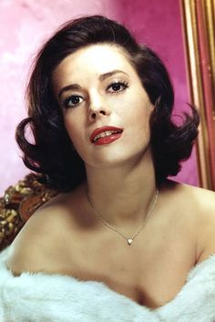 17 Photos That Prove Natalie Wood Is the Hollywood Icon You Should Be Obsessed With Could she be any lovelier? Hollywood Glamour, Hollywood Hills, Vintage Hollywood, Hollywood Icons, Hollywood Stars, Hollywood Actresses, Classic Hollywood, Actors & Actresses, Hollywood Celebrities