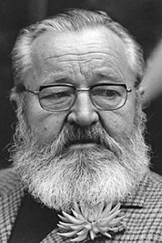 jan werich -Byl jsem jedináček, a to je hrozná věc, být jedináček. Neměl jsem se s kým hádat, s kým prát, kolem nebyly žádné děti, moc lidí k nám nechodilo a Vánoce vypadaly podle toho.