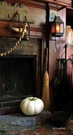 Primitive Fireplace, Primitive Living Room, Primitive Homes, Primitive Fall, Primitive Furniture, Fireplace Wall, Cosy Fireplace, Country Fireplace, Primitive Country