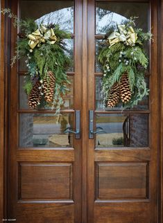 Holiday decor for the front door. - Holiday decor for the front door. Holiday decor for the front door. Christmas Front Doors, Christmas Door Decorations, Christmas Porch, Noel Christmas, Rustic Christmas, Outdoor Christmas Decor Porches, Garage Door Christmas Decorations, Christmas Lights, French Christmas Decor