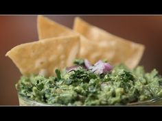 One can never have enough of Chipotle Mexican Grill's guacamole, but you're in luck. We went into the kitchen with Chipotle to learn exactly how to make its legendary avocado dip, so you can always get your fix. The secret? A longtime recipe that comes Chipotle Mexican Grill, Chipotle Guacamole Recipe, Chipotle Recipes, Fresh Guacamole, Homemade Guacamole, Avocado Recipes, Appetizer Recipes, Snack Recipes, Appetizers