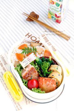 ・竹の子混ぜご飯 ・ニラとにんじんの中華風味玉子焼き ・サーモンのチーズソテー ・菜の花のお浸し ・プチトマト