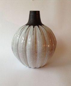 Online veilinghuis Catawiki: Mobach - Grote pompoen vaas 816 (hoog 30 cm)