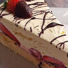 Discover our quick and easy recipe for Yoghurt Cake with Cook Expert on Current Cooking! Find the preparation steps, tips and advice for a successful dish. Dessert Sauces, Desserts, Mascarpone Cake, Marzipan, Quick Easy Meals, Vanilla Cake, Caramel, Cheesecake, Dishes